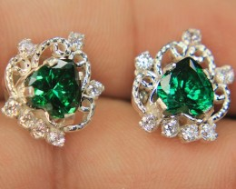 Wow Very Beautiful Hand Made Ear Ring Of Dark Green CZ Zircon In 925 Silver