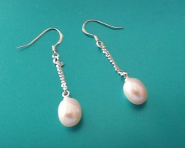 STERLING SILVER 925 HOOK EARRINGS WITH NATURAL PEARLS.  GORGEOUS...
