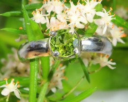 Cute Stylish Peridot  silver ring size 7.5  SOJ 650