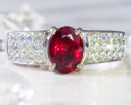 BEAUTIFUL GENUINE GARNET STONE RING SIZE 8 7.5 RA776