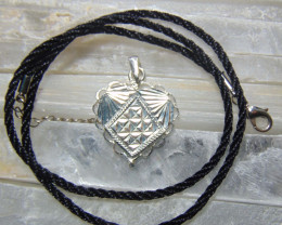 Crafted solid  silver pendent 13.45cts
