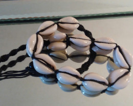 COWRIE - COWRY SHELL NECKLACE / CHOKER  HAND MADE  230.50 CARAT WEIGHT
