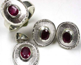 4PC JEWELERY SET OF NATURAL RUBY 89.40 CARATS GTJA96