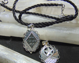 mixed size Crafted solid  silver pendent 28.50cts