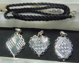 mixed sized Crafted solid  silver pendent 3 pcs  40.05cts