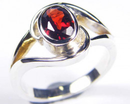 BRIGHT GARNET STYLISH SILVER RING SIZE 9 GRR 172