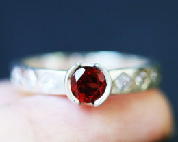 Natural Fire red Garnet in Silver Ring Size7 BU1492