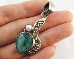 Emerald & pearl set in silver Pendant MJA 1219