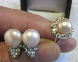 Set Matching Pearl Earrings and Ring size 6-7.5 PPP111
