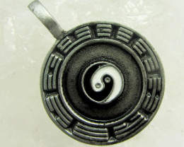 Simulant Jewery NR  YING N YANG MADE PEWTER PENDANT QT 593