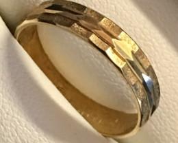 1.8 grams 9 K GOLD RING 1.8 GRAMS SIZE6 LR9