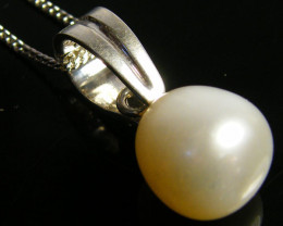 GOOD LUSTER FRESH WATER PEARL PENDANT  SG1651