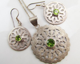 56 cts Peridot Gemstone set silver Earring Pendant MJA 1148