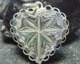 32x32 Crafted solid  silver pendent 20.75 cts