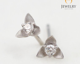 18 K White Gold Diamond earrings  E11247