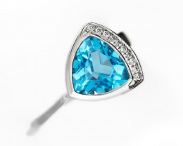 Stylish Modern 14 K White Gold Blue Topaz  and Diamond Ring size 7 R10858
