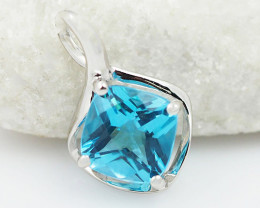 Cute 14 K White Gold Blue Topaz Modern Pendant P11437