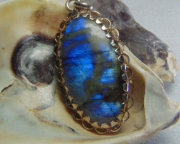 Crafted designs pendent~ labradorite ~ nice silvers 53.60 cts
