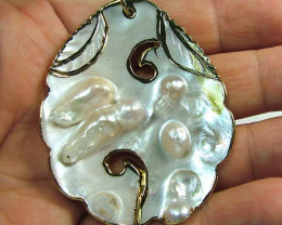NATURAL PEARL SHELL PENDANT 82 CTS [MX2108 ]