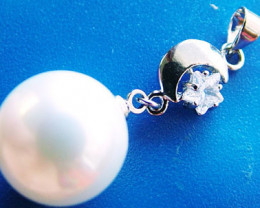 WHITE PEARL PENDANT 14 MM 25 CTS [PF717]