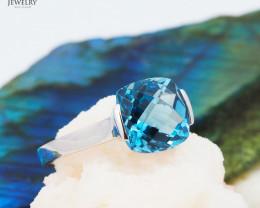 Stunning 14 K White Gold London Blue Topaz Ring Size 7.25 - A R2626 4200
