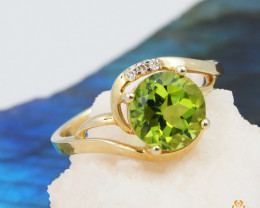 14 K Yellow Gold Peridot & Diamond Ring size 6.5 - A R7546 3560