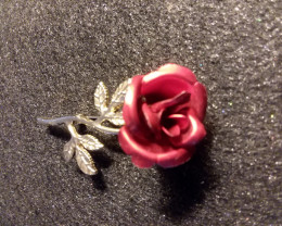 VINTAGE RED ROSE BROOCH / BEAUTIFUL PIN RED / GOLD LEAF