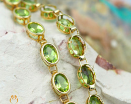 17 Assorted Peridot Gemstones Yellow Gold Bracelet - B 161 7150