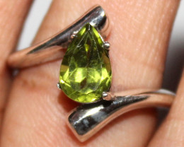 Natural Peridot 925 Sterling Silver Ring Size (US 7.5) 102