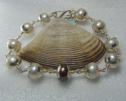 fresh water pearls  white and black  bracelet pure silver 94.30 cts