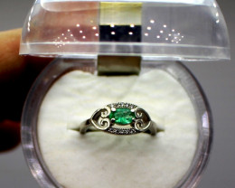 100 % Natural  Emerald 925 Sterling silver ring