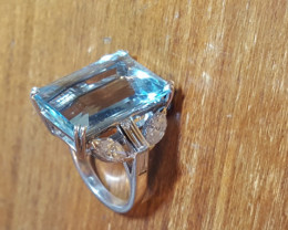 Majestic 18k Solid white gold 2ct Diamonds and Huge Aquamarine