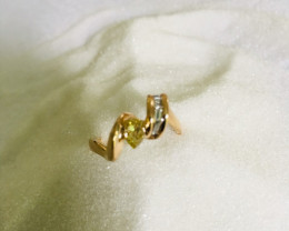 handmade ring yellow gold 18 kt with fancy color pear shape and baguettes