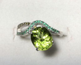 Wow Very nice Beautiful Peridot With Zircon 925 Silver Ring