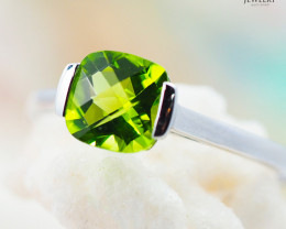 10K White Gold STYLISH NATURAL PERIDOT RING Size 7 - 74 - E R2626 1600