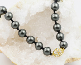 8.8 MM EXQUISITE BLACK ROUND SHELL NECKLACE