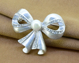 Simple Bow pendant with pearl & crystal