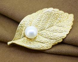 Elegant matt-finish metal & pearl Leaf brooch