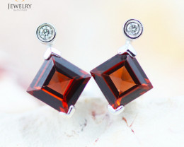 14 KW White Gold Garnet & Diamond Earrings - 138 - E E4557 1550 GARNET