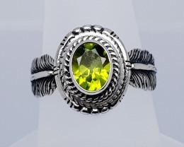 19 Carats Natural Peridot 925 Silver Hand Made Ring