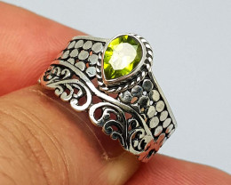 Natural Green Peridot 21.00 Carats 925 Silver Ring
