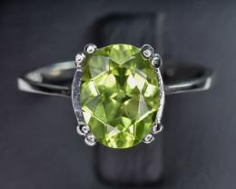 8.90 Crt Natural Peridot 925 Silver Ring