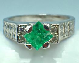 0.40 Ct Natural Emerald Gemstone. Silver 925 Ring DEM 63