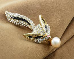 Elegant Cultured Pearl Fox Brooch