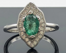 13.05 Crt Natural Emerald With Cubic Zircon 925 Silver Ring