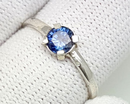 7 carat royal blue sapphire 925 silver ring. 5x5x3mm.