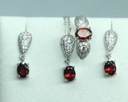 Natural  flawless Garnet Full Sit With A 925 Starling Silver.