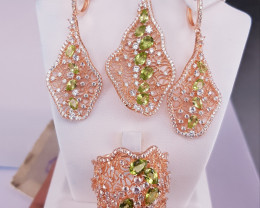 High Quality Peridot Set with Small CZ in Rose Gold