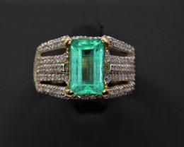 Natural Top beautiful Emerald cut Emerald and Diamondsin 18K Gold Ring