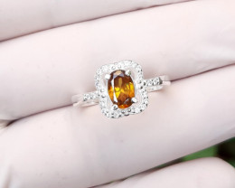 18 carat multifire yellow sphene/titanite 925 Silver Ring, 7x5x3mm.
